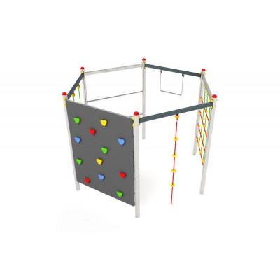 Kovová preliezačka Hexagonal  lezeckou stenou