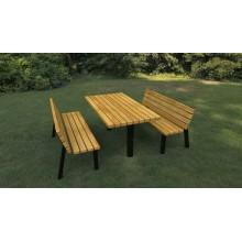 Stôl a lavičky s operadlom k ihrisku